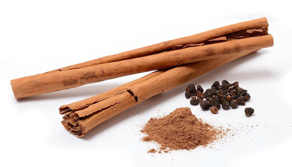 Cinnamomum_verum_spices-Simon-A_-Eugster-Own-work-5